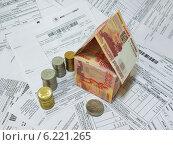 Купить «Пятитысячные купюры и монеты на фоне из платежных документов», фото № 6221265, снято 31 июля 2014 г. (c) ирина реброва / Фотобанк Лори
