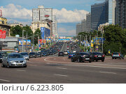 Купить «Плотное движение машин на улице Новый Арбат, Москва», эксклюзивное фото № 6223805, снято 17 июля 2009 г. (c) lana1501 / Фотобанк Лори