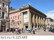 Купить «Театр Вахтангова в Москве на Арбате», фото № 6225689, снято 12 июня 2014 г. (c) Овчинникова Ирина / Фотобанк Лори