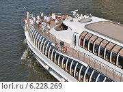 Купить «Туристы на теплоходе Radisson Royal, Москва», эксклюзивное фото № 6228269, снято 31 июля 2014 г. (c) lana1501 / Фотобанк Лори