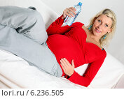 Купить «Pregnant woman spending free time.», фото № 6236505, снято 16 июня 2019 г. (c) BE&W Photo / Фотобанк Лори