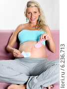 Купить «Pregnant woman spending free time.», фото № 6236713, снято 12 июля 2020 г. (c) BE&W Photo / Фотобанк Лори