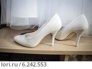 Купить «Туфли невесты», фото № 6242553, снято 26 июля 2014 г. (c) Наталья Степченкова / Фотобанк Лори