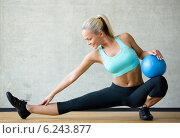 smiling woman with exercise ball in gym. Стоковое фото, фотограф Syda Productions / Фотобанк Лори