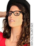 Купить «Portrait of woman with sunglasses and a hat», фото № 6247021, снято 10 марта 2010 г. (c) Phovoir Images / Фотобанк Лори