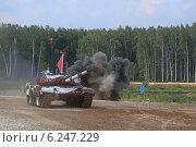 Купить «Танк Т-72Б команды Венесуэлы идет по трассе. Алабино, Чемпионат мира по танковому биатлону», эксклюзивное фото № 6247229, снято 6 августа 2014 г. (c) Алексей Гусев / Фотобанк Лори