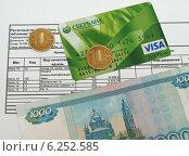 Купить «Расчетный лист заработной платы, пластиковая карта, купюра и монеты», фото № 6252585, снято 7 августа 2014 г. (c) Цибаев Алексей / Фотобанк Лори