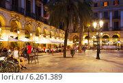 Купить «night view of Placa Reial with restaurants», фото № 6261389, снято 18 июля 2014 г. (c) Яков Филимонов / Фотобанк Лори