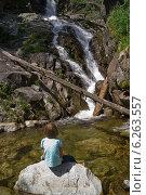 Медитация у водопада. Стоковое фото, фотограф Alexander Zholobov / Фотобанк Лори