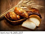 Купить «Свежий домашний хлеб с пшеницей», фото № 6265237, снято 6 августа 2011 г. (c) ElenArt / Фотобанк Лори