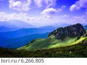 Скалы и луга в горах. Стоковое фото, фотограф Дмитрий Бодяев / Фотобанк Лори
