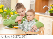 Купить «Older brother helping little boy while eating meal», фото № 6272301, снято 26 июня 2019 г. (c) BE&W Photo / Фотобанк Лори