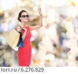 Купить «smiling elegant woman in dress with shopping bags», фото № 6276829, снято 1 июня 2014 г. (c) Syda Productions / Фотобанк Лори