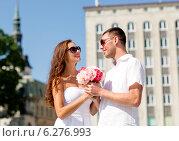 Купить «smiling couple in city», фото № 6276993, снято 23 июля 2014 г. (c) Syda Productions / Фотобанк Лори