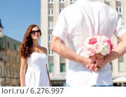 Купить «smiling couple in city», фото № 6276997, снято 23 июля 2014 г. (c) Syda Productions / Фотобанк Лори