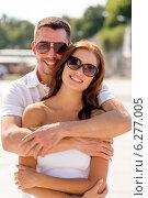 Купить «smiling couple in city», фото № 6277005, снято 23 июля 2014 г. (c) Syda Productions / Фотобанк Лори