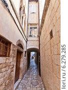 Купить «Узкие средневековые улицы г. Трогир, Хорватия. Объект ЮНЕСКО», фото № 6279285, снято 20 июля 2014 г. (c) Иван Марчук / Фотобанк Лори