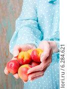 Купить «Woman holding apricots», фото № 6284621, снято 20 марта 2019 г. (c) BE&W Photo / Фотобанк Лори