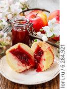 Купить «Baked apples stuffed with blueberry jam. Festive and party dessert», фото № 6284921, снято 19 февраля 2019 г. (c) BE&W Photo / Фотобанк Лори