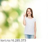 Купить «smiling little girl in white blank t-shirt», фото № 6285373, снято 30 апреля 2014 г. (c) Syda Productions / Фотобанк Лори