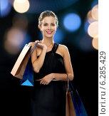 Купить «smiling woman in dress with shopping bags», фото № 6285429, снято 1 июня 2014 г. (c) Syda Productions / Фотобанк Лори