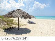 Купить «Зонтики на пляже. Карибское море. Республика Куба», фото № 6287241, снято 10 июня 2014 г. (c) Александр Овчинников / Фотобанк Лори