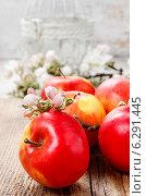 Купить «Red apples on wooden table», фото № 6291445, снято 19 февраля 2020 г. (c) BE&W Photo / Фотобанк Лори