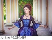 Купить «Красивая девушка в старинном платье», фото № 6294497, снято 27 июля 2014 г. (c) Darkbird77 / Фотобанк Лори