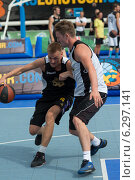 Таллин, Эстония, 9 августа 2014 - стритбол в центре Таллина, Эстония. Редакционное фото, фотограф Aleksandr Stzhalkovski / Фотобанк Лори