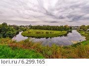 Купить «Излучина реки Каменка в Суздале», фото № 6299165, снято 13 сентября 2010 г. (c) Евгений Дробжев / Фотобанк Лори
