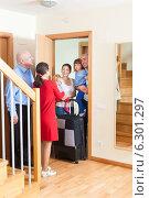 Купить «Family visit», фото № 6301297, снято 2 ноября 2013 г. (c) Яков Филимонов / Фотобанк Лори