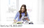 Купить «Smiling student girl with tablet pc and books», видеоролик № 6303097, снято 12 марта 2014 г. (c) Syda Productions / Фотобанк Лори