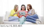 Купить «Two smiling teenage girls with tablet pc at home», видеоролик № 6303401, снято 8 мая 2014 г. (c) Syda Productions / Фотобанк Лори