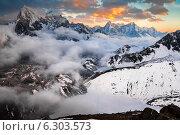 Купить «Закат в Гималаях. Вид на озеро Дудх Покхари, ледник Нгозумба, вершины Чолатце и Табуче», фото № 6303573, снято 9 апреля 2013 г. (c) Оксана Гильман / Фотобанк Лори
