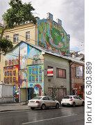 Город Москва, граффити на стене дома, улица Сретенка (2014 год). Редакционное фото, фотограф Dmitry29 / Фотобанк Лори