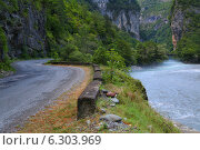 Дорога в горах. Стоковое фото, фотограф Петр Карташов / Фотобанк Лори