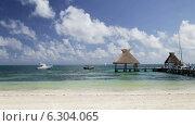 Купить «Beach with wooden pier and bungalow», видеоролик № 6304065, снято 30 июля 2014 г. (c) Syda Productions / Фотобанк Лори