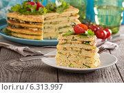 Купить «Слоеный торт с цукини», фото № 6313997, снято 12 июля 2014 г. (c) Елена Веселова / Фотобанк Лори