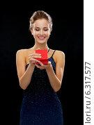 Купить «smiling woman holding red gift box», фото № 6317577, снято 1 июня 2014 г. (c) Syda Productions / Фотобанк Лори