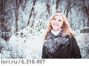 Красивая молодая женщина в зимнем парке. Стоковое фото, фотограф Оксана Ковач / Фотобанк Лори