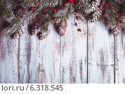 Купить «Еловые ветки с шишками и красные ягоды на светлых деревянных досках. Новогодний фон», фото № 6318545, снято 23 ноября 2012 г. (c) Оксана Ковач / Фотобанк Лори
