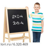 Купить «smiling little boy with blank blackboard», фото № 6320469, снято 3 июня 2014 г. (c) Syda Productions / Фотобанк Лори