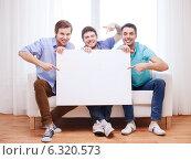 Купить «happy male friends with blank white board at home», фото № 6320573, снято 22 марта 2014 г. (c) Syda Productions / Фотобанк Лори