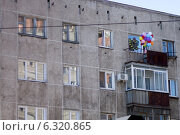 Воздушные шары на балконе. Стоковое фото, фотограф Михаил Кончин / Фотобанк Лори