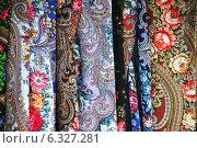 Купить «Павловопосадские платки», эксклюзивное фото № 6327281, снято 22 августа 2014 г. (c) lana1501 / Фотобанк Лори
