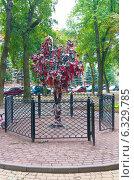 """Город Калуга. Скульптура """"Дерево счастья"""" (2014 год). Редакционное фото, фотограф Зобков Юрий / Фотобанк Лори"""