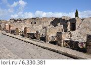 Руины домов в Помпеях, Италия (2013 год). Стоковое фото, фотограф Bohumil Prazsky / Фотобанк Лори