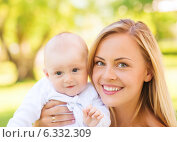 Купить «close up of happy mother with little baby in park», фото № 6332309, снято 17 июля 2014 г. (c) Syda Productions / Фотобанк Лори