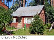 Купить «Летний загородный дом», эксклюзивное фото № 6335693, снято 24 августа 2014 г. (c) Александр Замараев / Фотобанк Лори