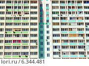 Купить «Фасад многоэтажного жилого дома», фото № 6344481, снято 19 апреля 2011 г. (c) Юрий Плющев / Фотобанк Лори